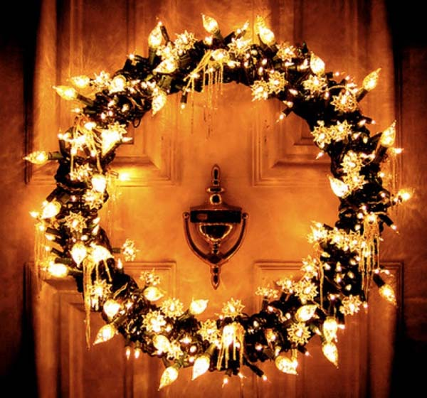 Christmas Light Also Add Ornamental Effect To The Wreath Image Pinterest