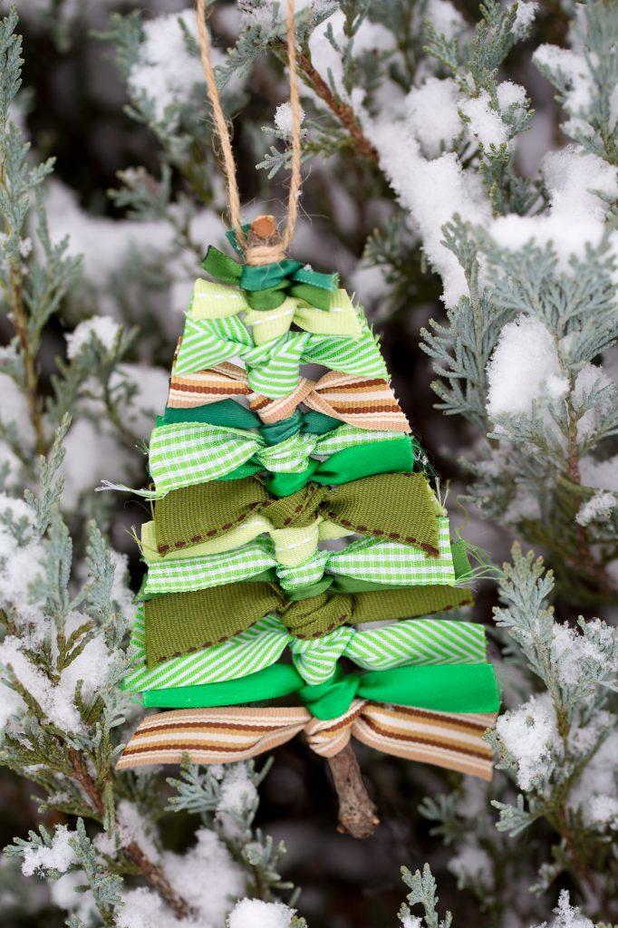 Homemade Christmas Decorations and Christmas centerpieces