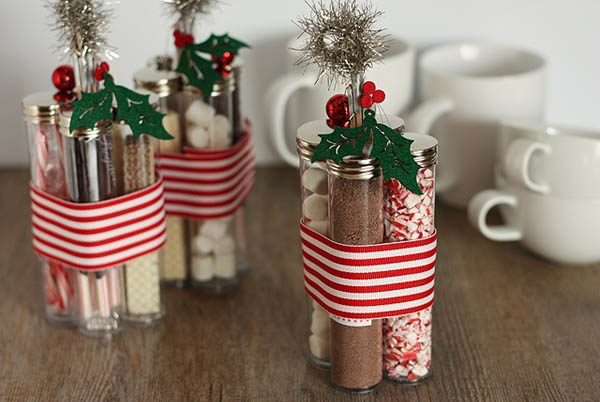christmas-wrapping-ideas-using-plastic-containers