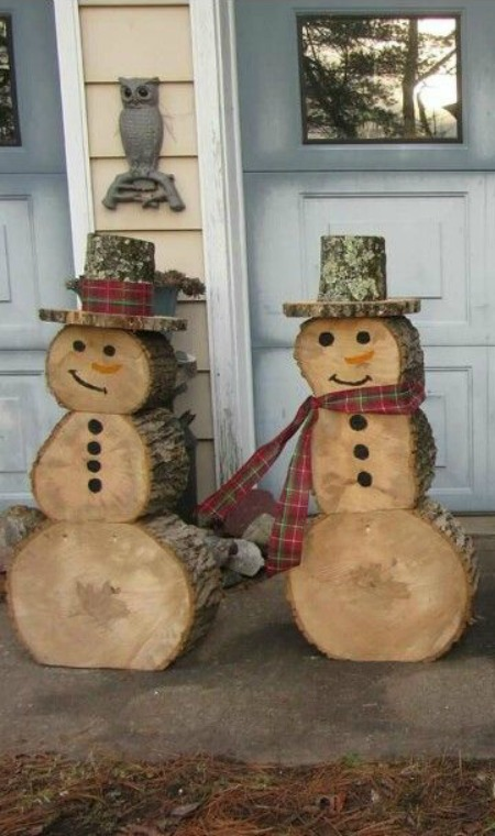Cute Outdoor Christmas decor. You can also use logs to make a snowman. Stack three wooden logs to form a snowman body and head, then put a piece of wood on ...