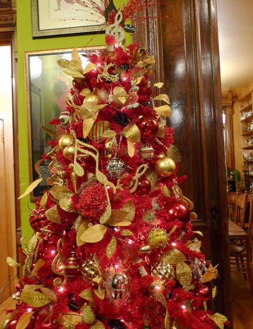 traditional christmas tree decorations gold and red