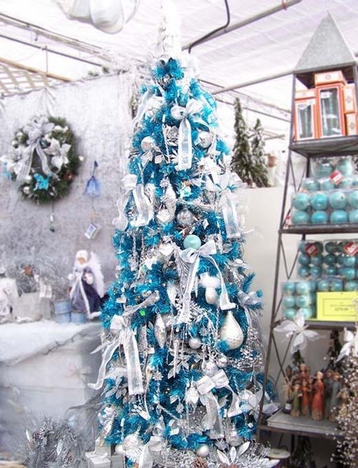 blue-and-silver-christmas-tree-theme