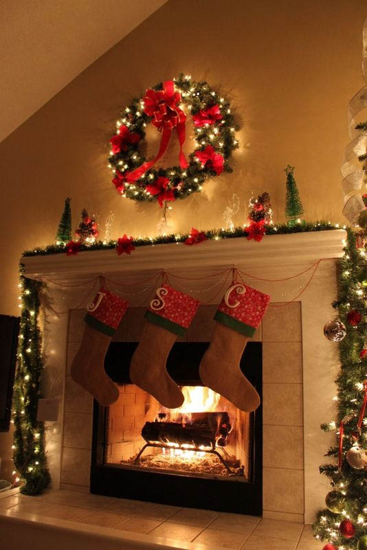 christmas decorations for fireplace mantel