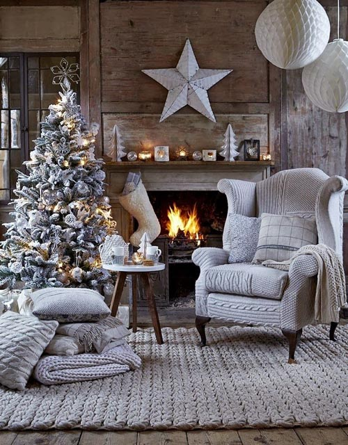 Image: Pinterest  christmas-fireplace-decorating-ideas-13