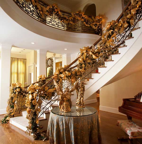 christmas-staircase-garland-ideas