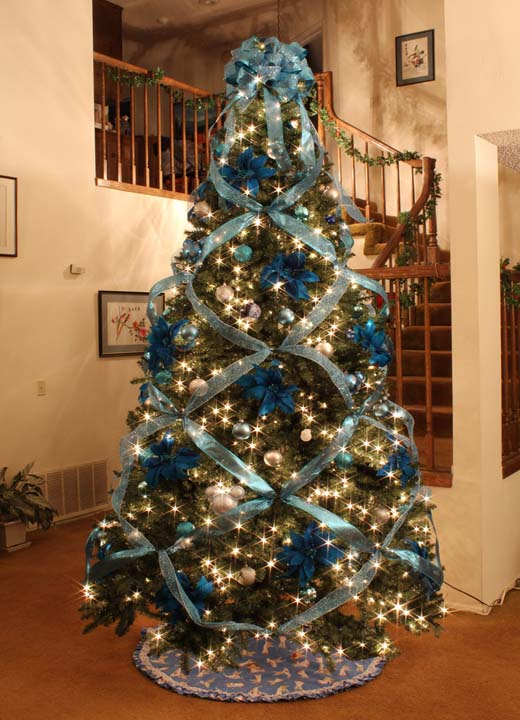 Christmas tree ideas for christmas 2018 christmas for Blue gold and white christmas tree