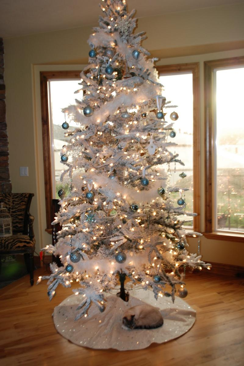 Blue and brown christmas tree decorations - White Christmas Tree Decorating Ideas