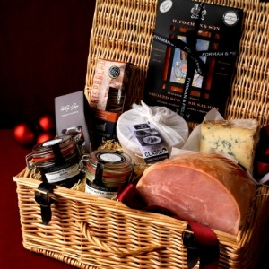 Decoration and Presentation of a Christmas Food Gift Hamper. Photo Credit: christmasdreams.weebly.com