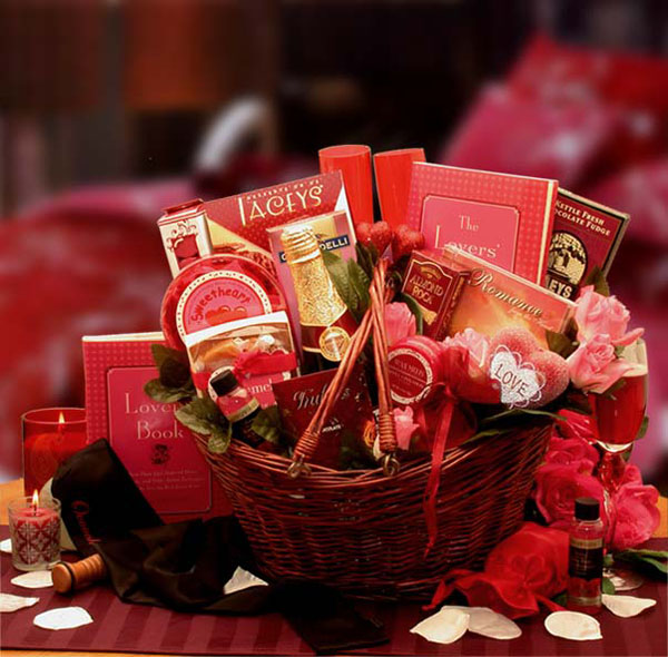 romantic-christmas-gift-basket