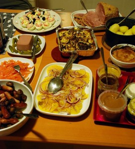 A Simple Christmas Dinner Eve Buffet. Photo Credit: annesfood.blogspot.com