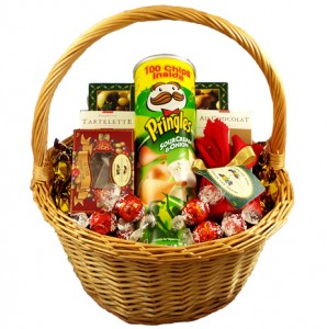 Christmas Food Hamper. Photo Credit: http://www.israelroses.com
