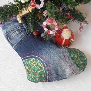 Do not let that old pair of jeans go to waste. Put it to good use by making Christmas stockings out of them Photo credit: https://www.hand-made.com.au/item_images/4700_1354171525.jpg