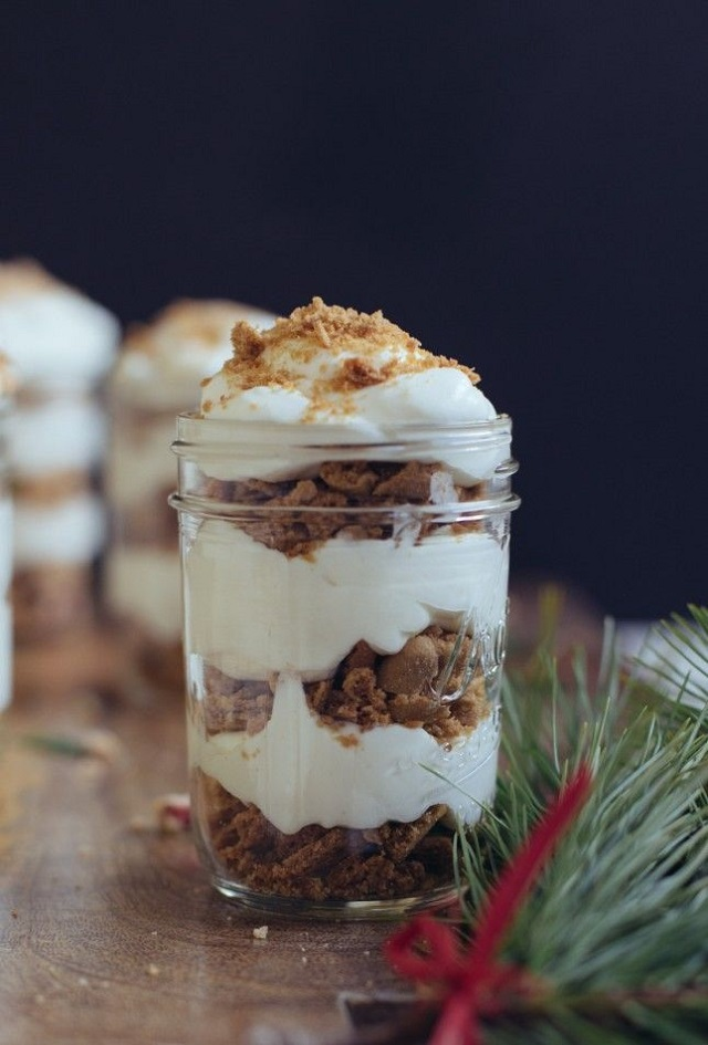 Christmas-Treats-In-a-Cup-Cookie-Trifle