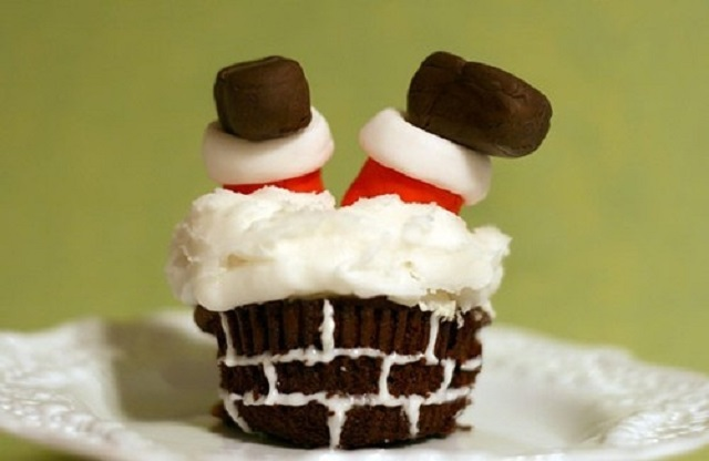Cute-Christmas-Treats-Santa-Down-The-Chimney-Cupcake