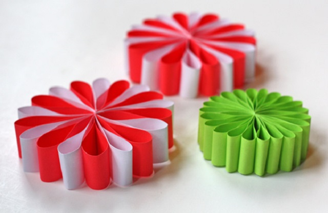 Easy-Homemade-Christmas-Ornaments-Ribbon-Ornaments