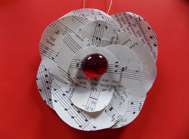 Homemade-Christmas-Tree-Ornaments-Music-Paper-Tree-Ornament