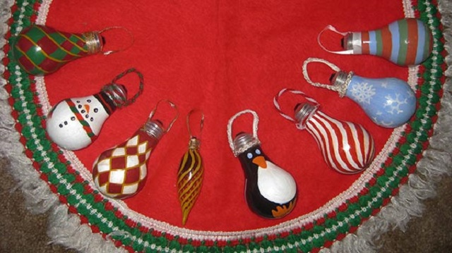 Homemade-Christmas-Tree-Ornaments-Painted-Bulb-Ornament