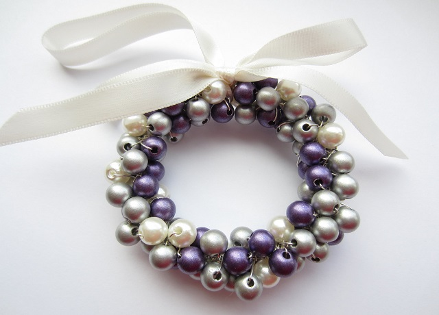 Homemade-White-Christmas-Decorations-Christmas-Bracelet-Balls