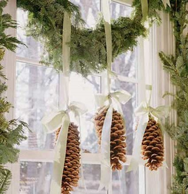 Homemade-White-Christmas-Decorations-pine-cone-ornament