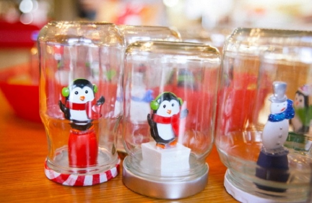 Ideas-for-Homemade-Christmas-Ornaments-Glass-Jar-Decor