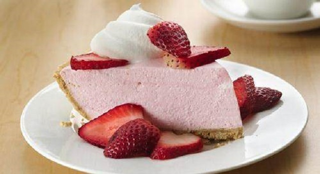 No-Bake-Christmas-Cakes-Creamy-Strawberry-Pie