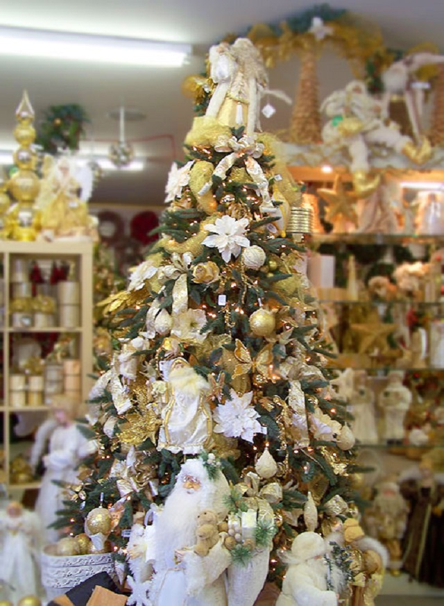 White Christmas Party Theme Ideas Part - 41: White-Christmas-Tree-Ideas-Gold-And-White-Tree