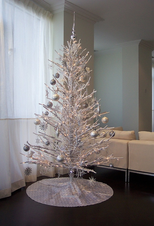 White-Christmas-Tree-Ideas-Minimalist-White-Christmas-Tree
