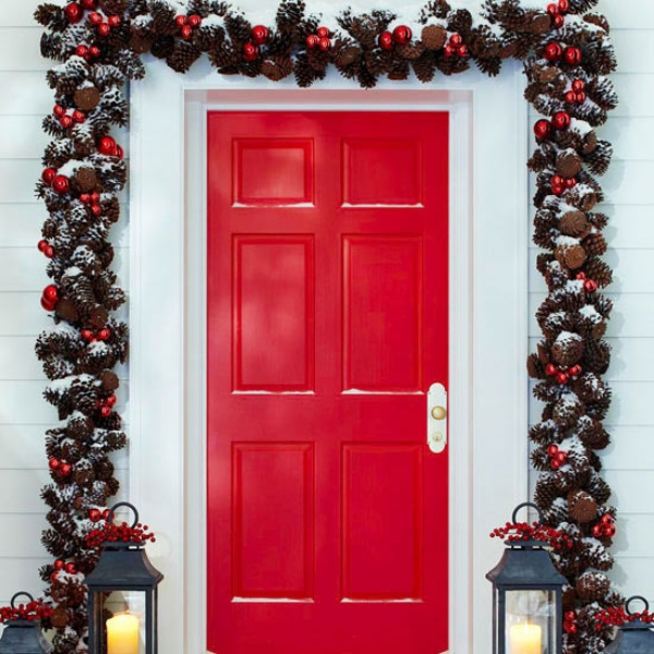 15 stunning christmas door decoration ideas christmas for Door garland christmas