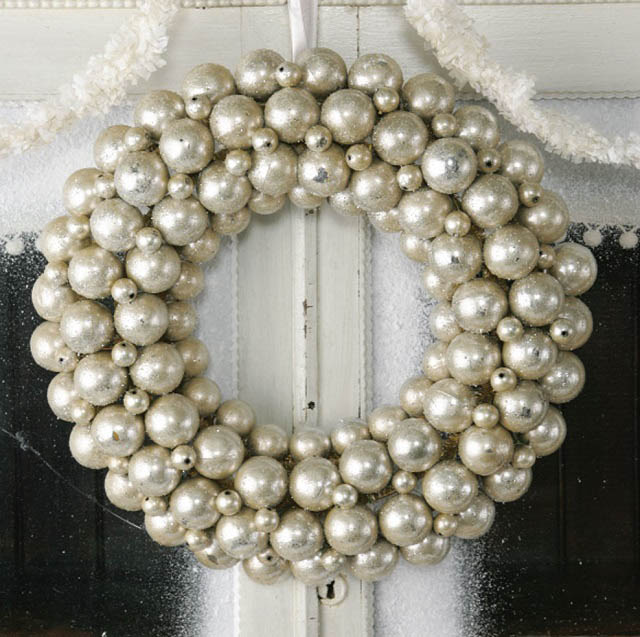 christimas-ornament-craft-ball-wreath
