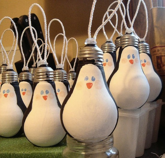 Christmas Light Bulb Decorations: 15 Homemade Christmas Tree Decorations