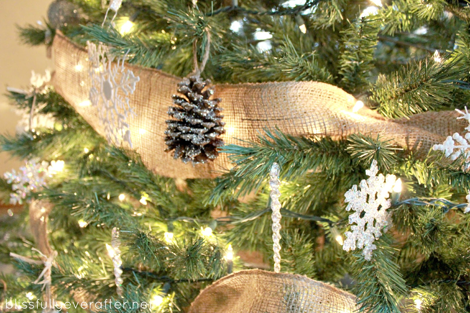 15 homemade christmas tree decorations christmas for Pine cone tree decorations