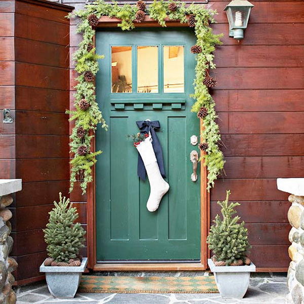 15 stunning christmas door decoration ideas christmas Simple christmas outdoor decorating ideas