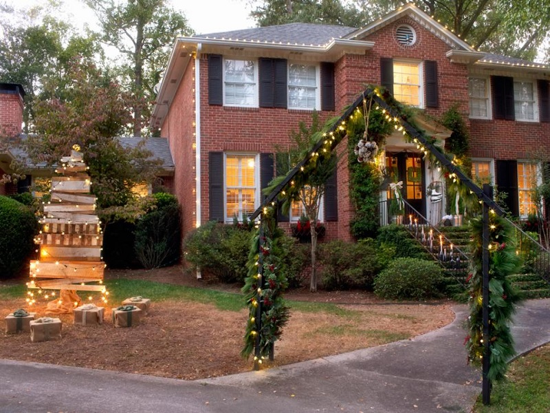 Christmas-decorated-house