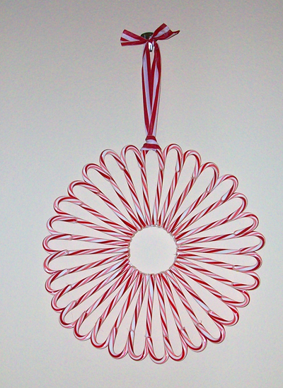 candy-cane-wreath