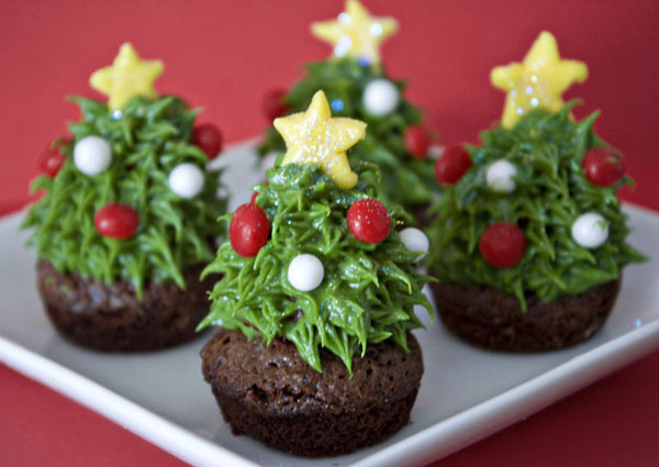 christmas-decorated-cupcakes
