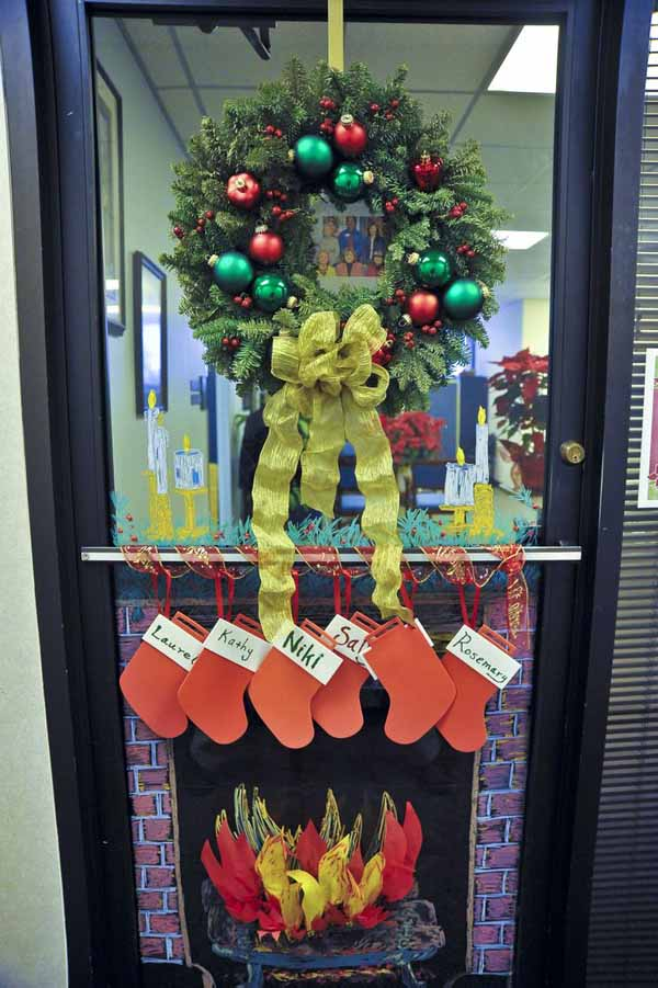 Christmas Decorating Ideas For Office Door : Incredible christmas door decorating ideas