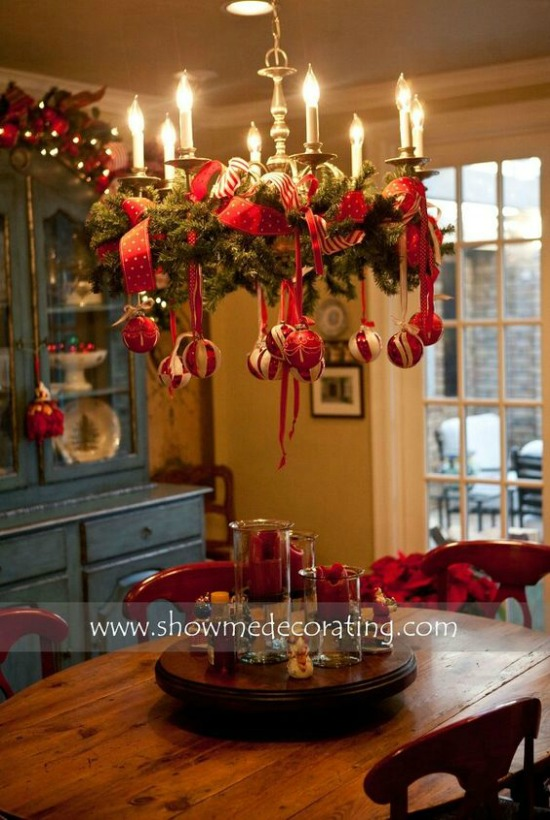 A Well Lit Dining Room With Festive Decorations And Ornaments Is One Way To Boost Up The Mood Even More On Christmas Eve Decorate Those Chandelier
