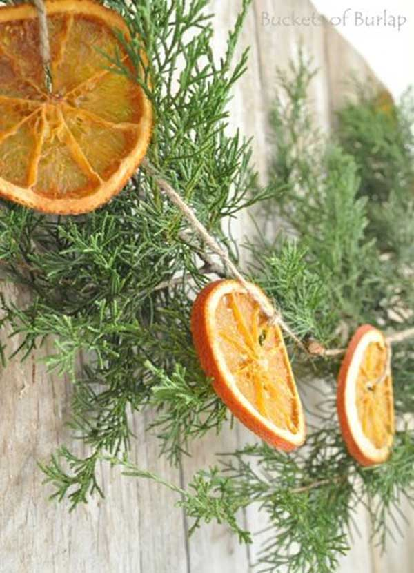 19 earth friendly natural christmas decorating ideas for Baking oranges for christmas decoration
