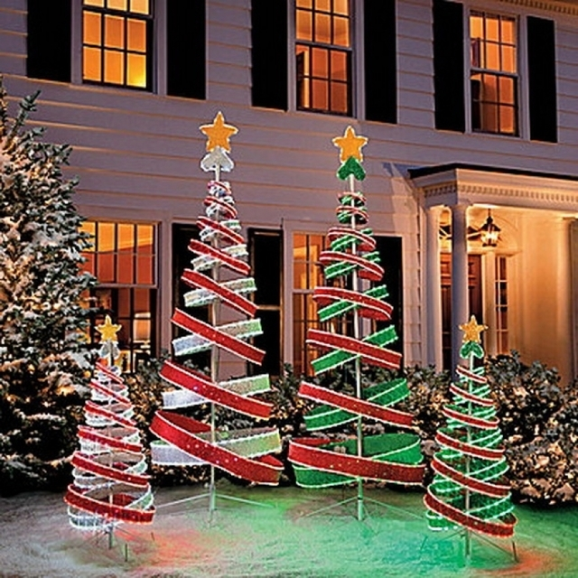 outdoor christmas decorated house