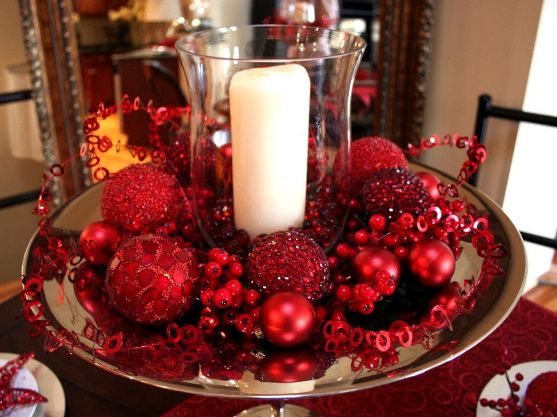 red christmas center piece