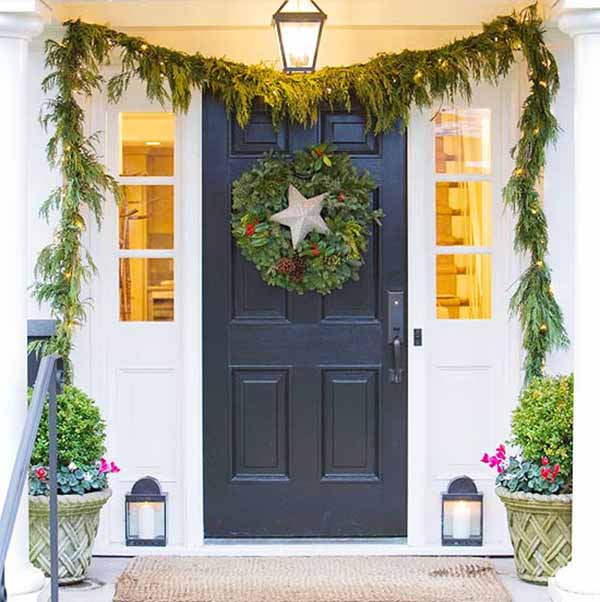 simple-christmas-door-decoration