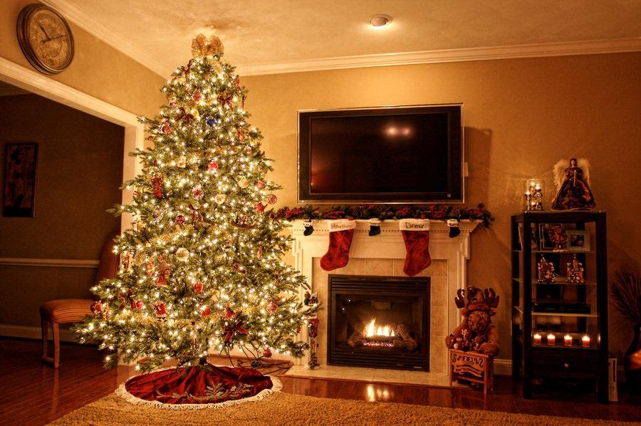 картинки с елкой и камином в доме фото стоячий, борта прямые