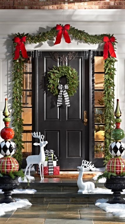 Classic Front Door & Top Christmas Door Decorations - Christmas Celebration - All about ...