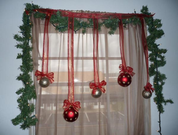 christmas window decoration ideas 08 - Christmas Window Sill Decorations Ideas