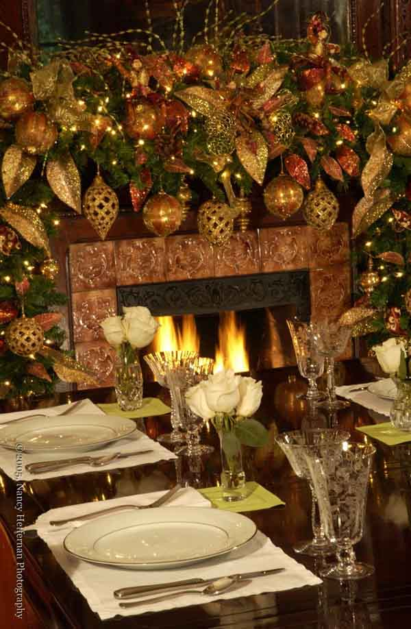 Living Room Gold Christmas Decoration Ideas