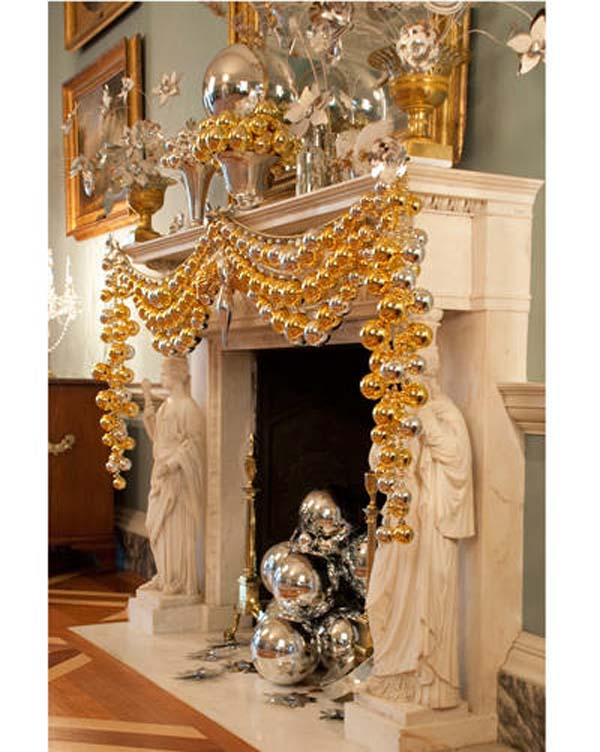 living room golden christmas decorations