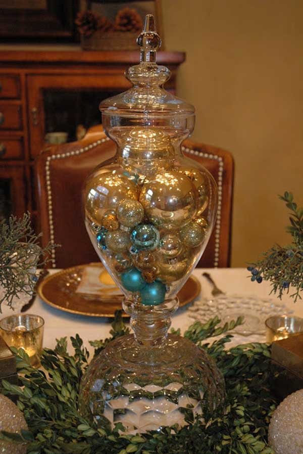 gold-christmas-table-decorating-idea