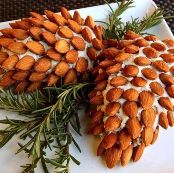 holiday-pine-cone-cheeseball