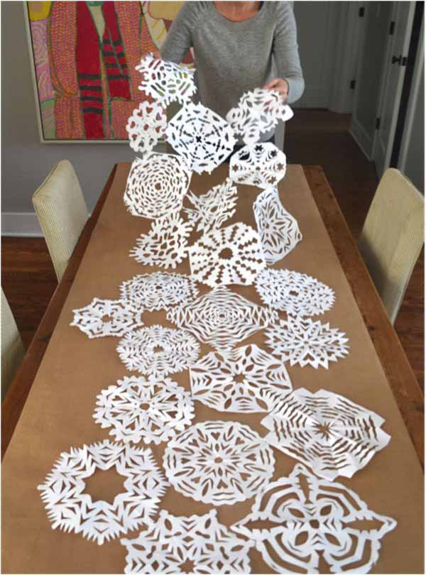 making paper christmas decoration