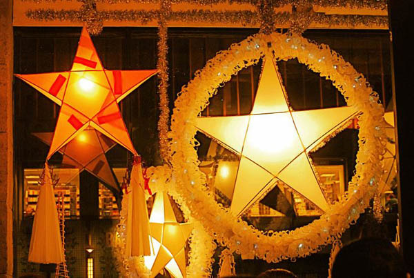 Christmas Lantern.Top Christmas Lantern Decorations To Brighten Up The Holiday